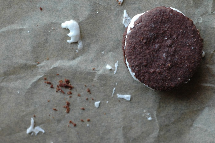 Chocolate-Peppermint Sandwich Cookies_2