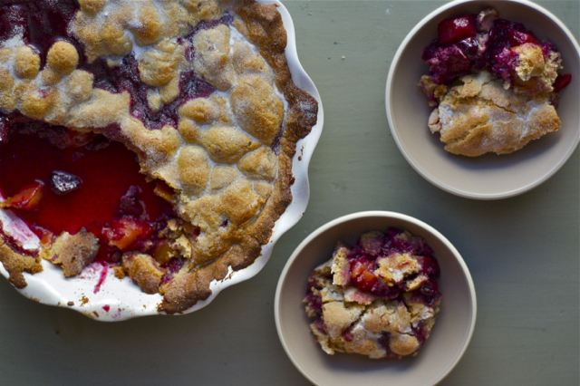 Single-Crust Peach & Blueberry Pie // Delightful Crumb