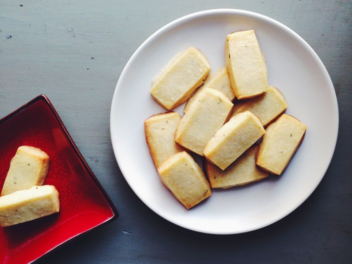 Olive Oil & Rosemary Shortbread | Delightful Crumb